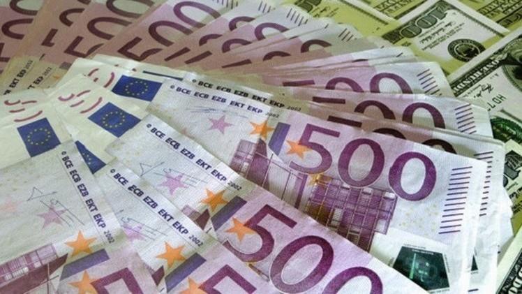 الروبل الروسي ينخفض مقابل الدولار واليورو