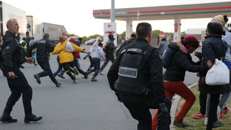 الشرطة الفرنسية تحبط محاولة تسلل 200 مهاجر عبر نفق المانش