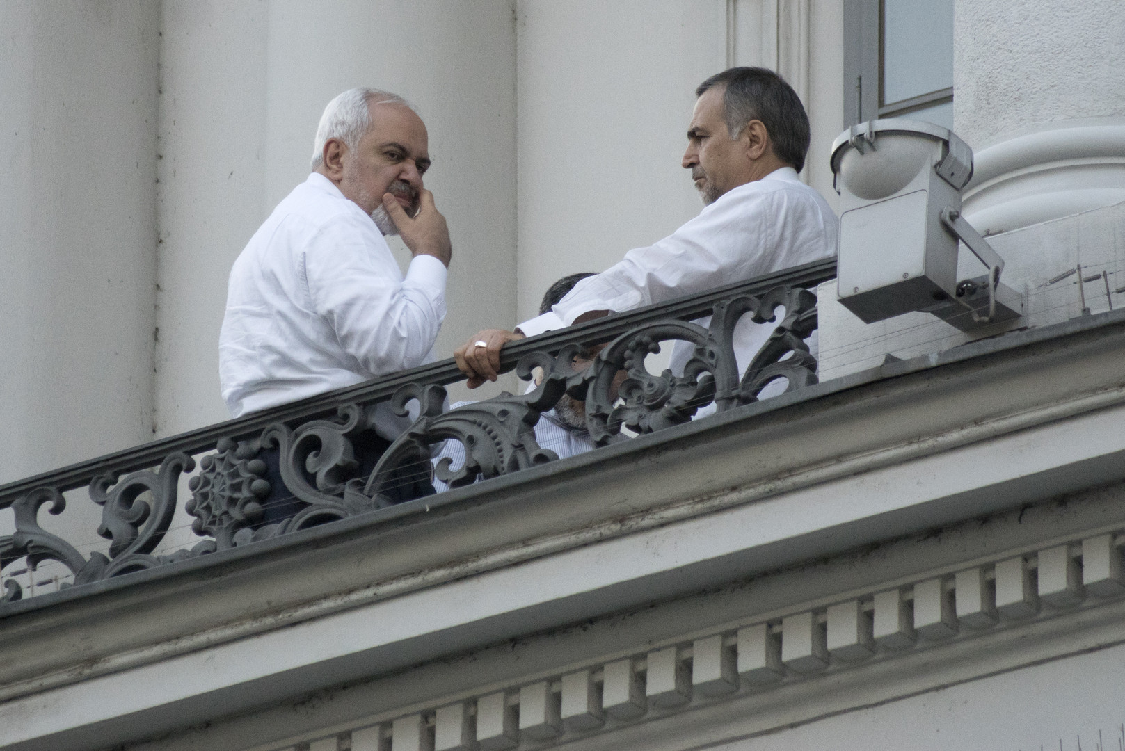 وزير خارجية إيران محمد جواد ظريف وأحد أعضاء وفده - فيينا