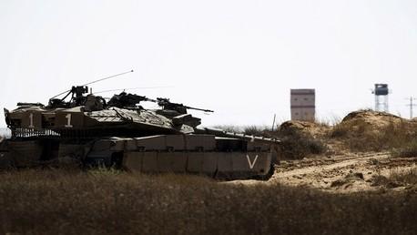 دبابة اسرائيلية على الحدود المصرية