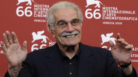 صورة لعمر الشريف خلال مهرجان فينيسيا الذي شهد عرض فيلمه (المسافر)، 10 سبتمبر/أيلول 2009