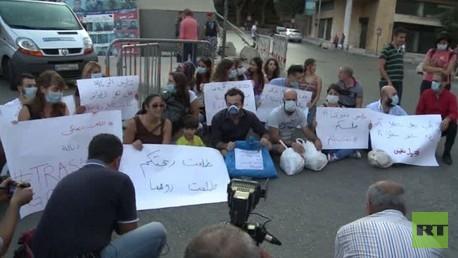 لبنانيون يحتجون على تقاعس حكومتهم في تقديم الخدمات