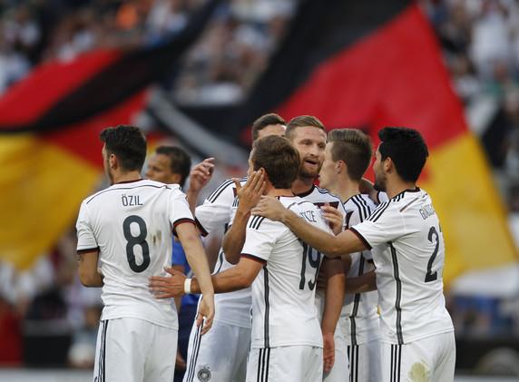 (صورة) قميص غريب للمنتخب الألماني في بطولة يورو 2016