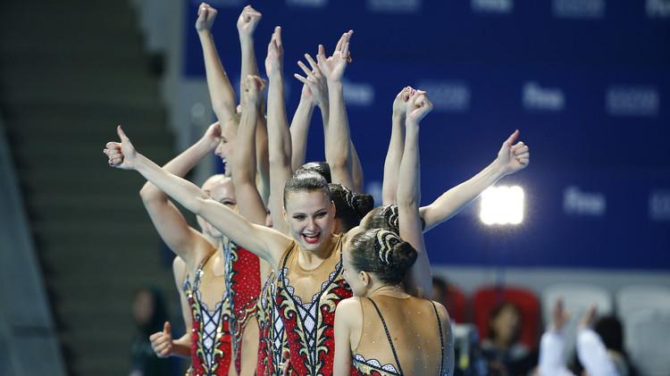 روسيا تفوز بمعظم ميداليات السباحة المتزامنة في بطولة العالم