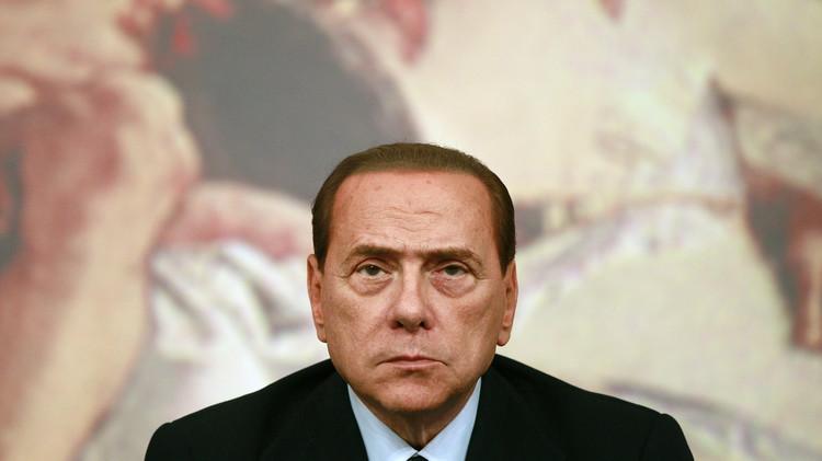برلسكوني يوافق على بيع 48% من نادي ميلان