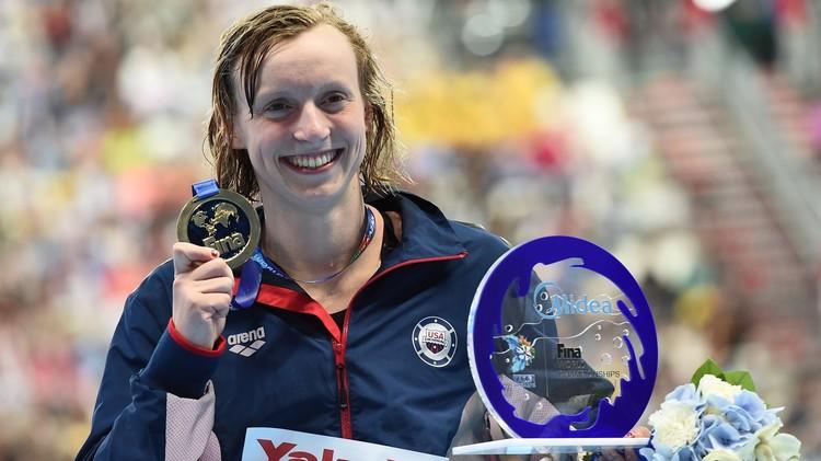 السباحة الأمريكية ليديكي تفوز ذهبية 1500 م برقم قياسي