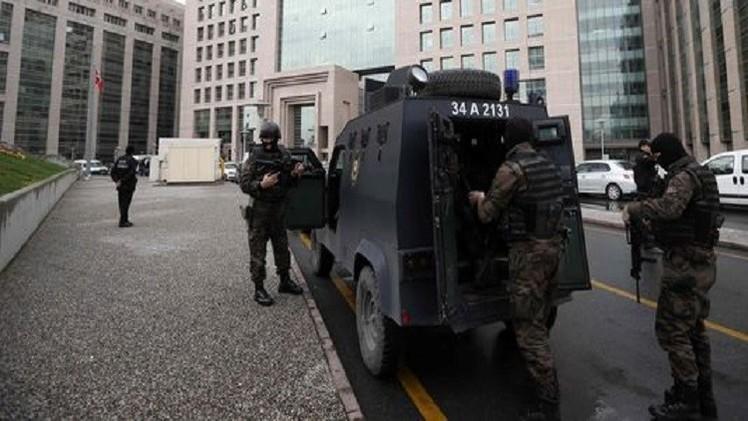 محاكمة 18 صحافيا في تركيا بتهمة