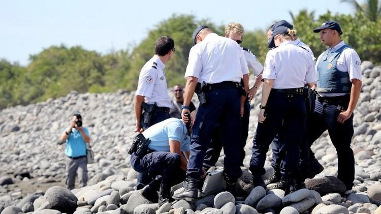 ماليزيا: الحطام في جزيرة لاريونيون الفرنسية يعود حتما لطائرتنا المفقودة