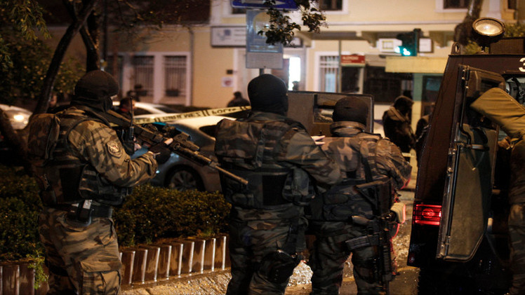 تركيا.. مقتل شخص بانفجار لغم وتواصل الحملات الأمنية ضد
