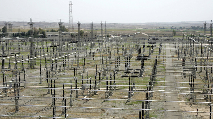 العراق.. توقف إمدادات الكهرباء من إيران بعد استهدافها