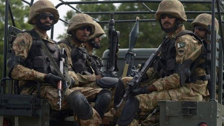 الجيش الباكستاني يقضي على 8 مسلحين عند الحدود مع أفغانستان