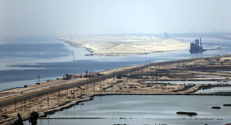 المصريون يعبرون عن فرحتهم بقناة السويس الجديدة إلكترونيا