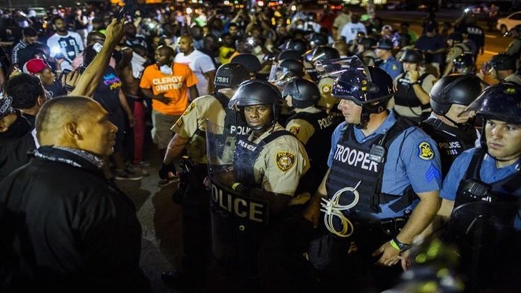 عودة الاحتجاجات إلى شوارع فيرغسون في الذكرى الأولى لمقتل مايكل براون