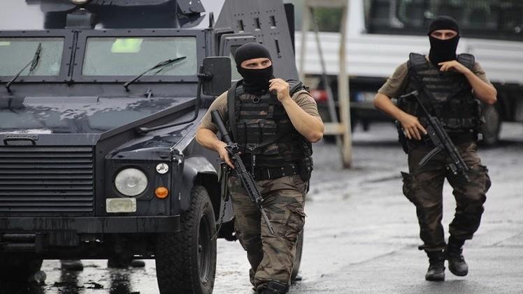 تركيا تعتقل 16 شخصا وتقصف 17 موقعا لحزب العمال الكردستاني