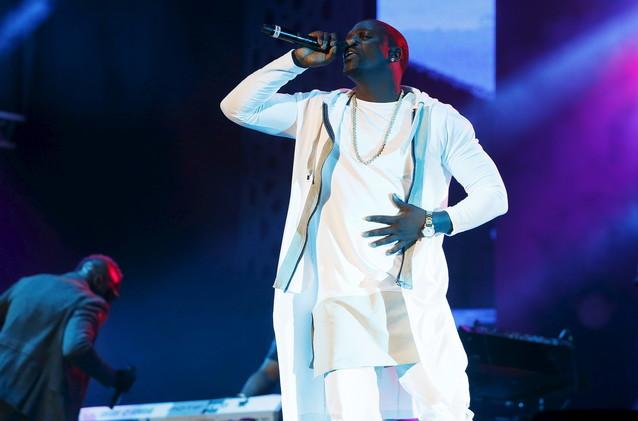المغني الأمريكي إكون يشعل مسرح مهرجان قرطاج بتلقائيته