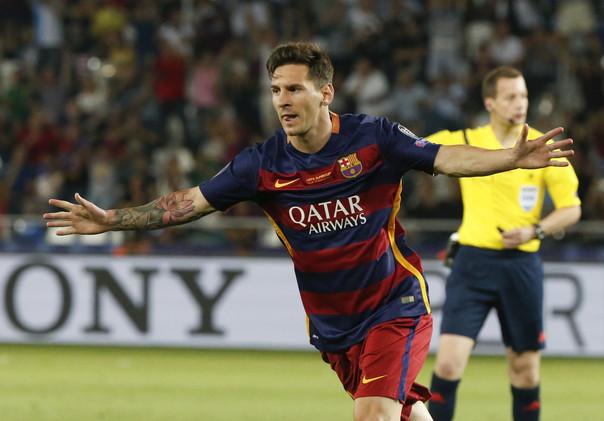 (فيديو) ميسي يسجل هدفين رائعين في السوبر الأوروبي ويعادل رقم رونالدو