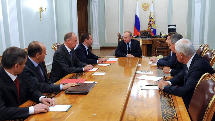 بوتين يبحث مع أعضاء مجلس الأمن الروسي إجراءات لمكافحة تنظيم