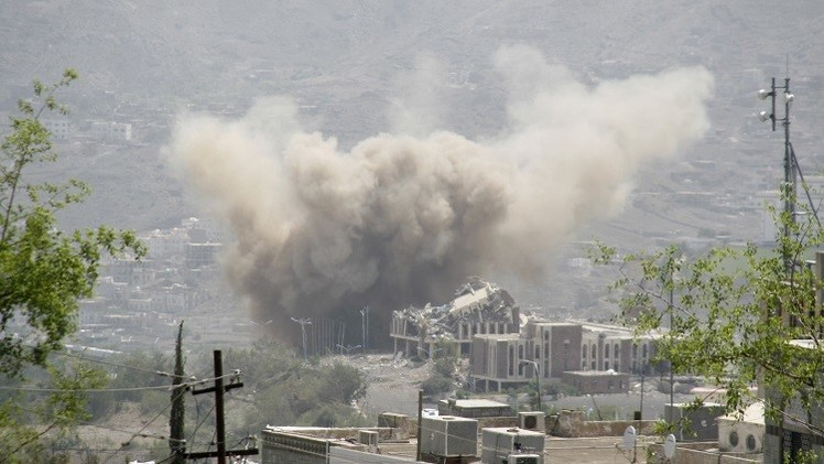 اليمن: معارك عنيفة في تعز وإب وسلسلة غارات للتحالف العربي على عدة مناطق