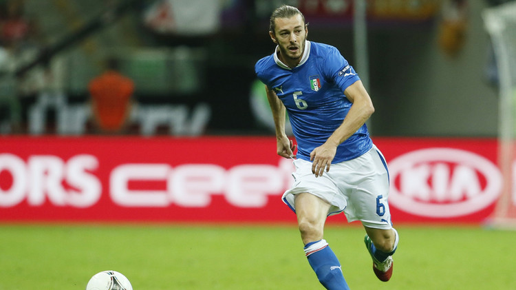 بالزاريتي مدافع روما يعلن اعتزاله كرة القدم