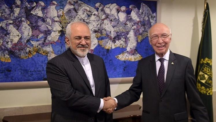 ظريف: إيران تسعى لتطوير التعاون الاقتصادي مع باكستان