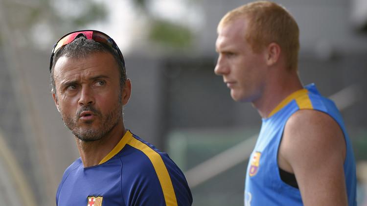 إنريكي يستبعد المدافع ماتيو من تشكيلة برشلونة في كأس