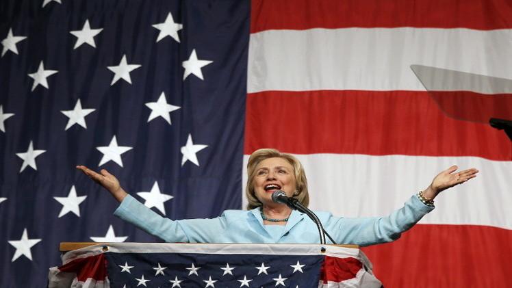 كلينتون تنتقد منافسها للرئاسة جيب بوش على موقفه من العراق