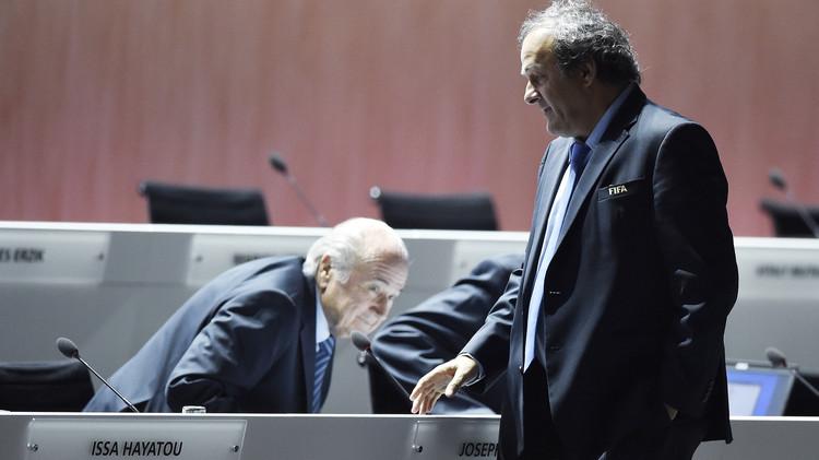 اليويفا يطالب الفيفا بالتحقيق في ادعاءات بلاتر ضد بلاتيني