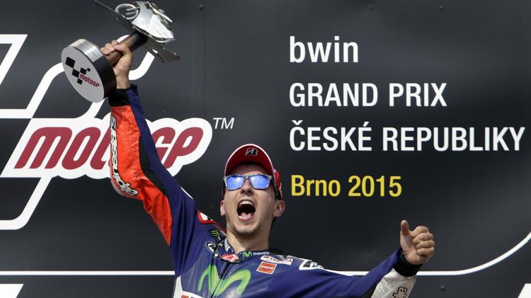 لورنزو يشعل الصراع على لقب بطولة العالم للدراجات النارية