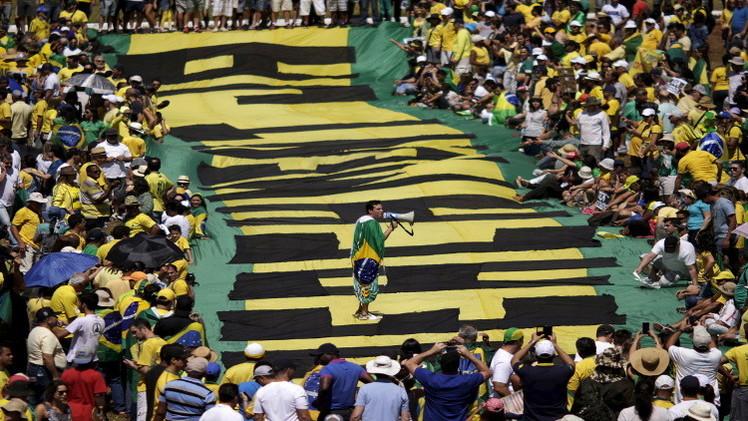 تظاهرات في البرازيل تطالب بتنحي رئيسة البلاد (فيديو)