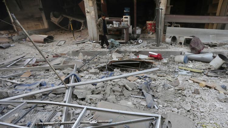 ارتفاع حصيلة القصف على دوما إلى 96 قتيلا وخوجة يدعو إلى إقامة مناطق آمنة