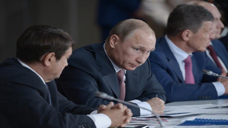 بوتين من القرم يحذر من التلاعب بموضوع القوميات