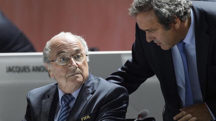 الفيفا يتعهد بفتح تحقيق في مزاعم طالت بلاتيني