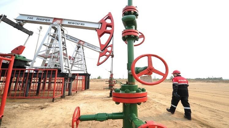 النفط يتراجع بفعل تنامي المخاوف بشأن الطلب العالمي