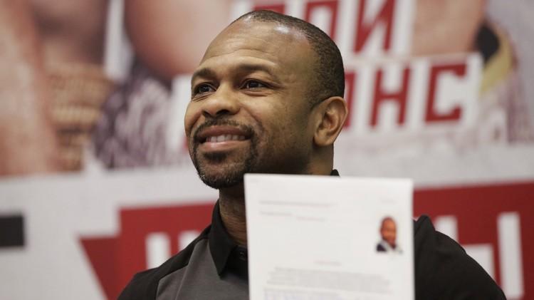 صور .. الملاكم الأمريكي جونز يقدم طلب الحصول على الجنسية الروسية