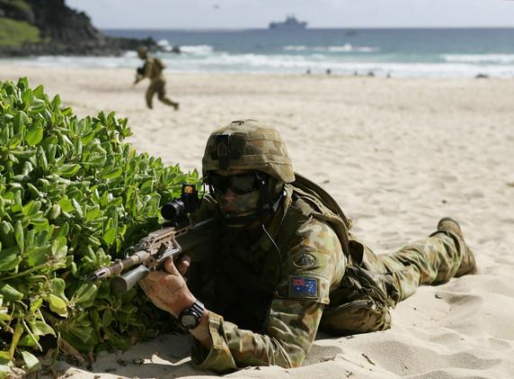 أستراليا تفكر بالمشاركة في قصف