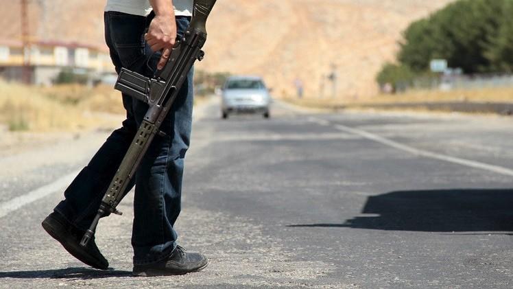 تركيا.. مقتل عسكري واستهداف مقر للحزب الحاكم جنوب شرق البلاد