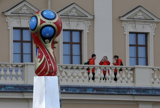 السلطات السويسرية تحقق في نشاطات مالية مشبوهة لمونديالي روسيا وقطر