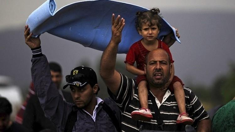 مقدونيا تفتح حدودها لعبور مئات المهاجرين.. وحراك أوروبي لاحتواء الأزمة