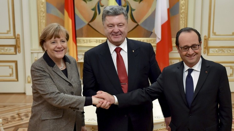 ميركل: اتفاقات مينسك تبقى الأساس لتسوية النزاع في أوكرانيا