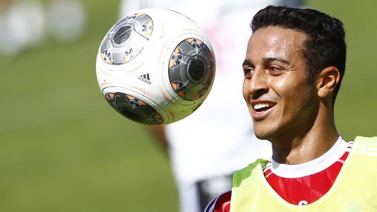 بايرن ميونيخ يمدد عقد تياغو ألكانتار حتى 2019