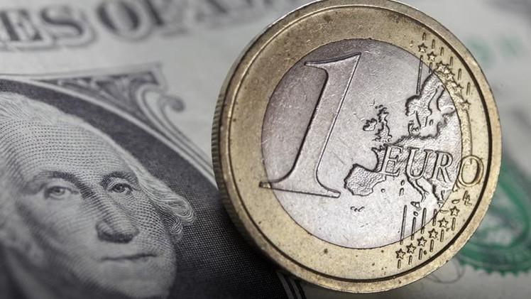 هل سيتساوى الدولار واليورو قبل نهاية 2015 ؟