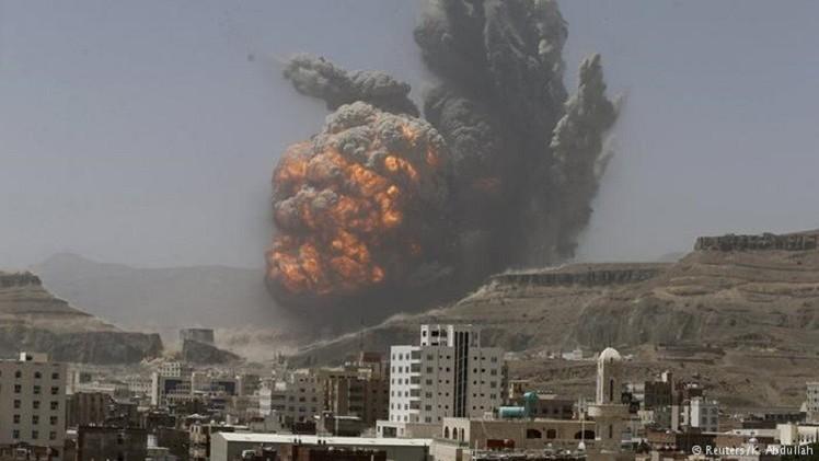 غارات جوية على صنعاء وانفجار عنيف يهز محيط دار الرئاسة