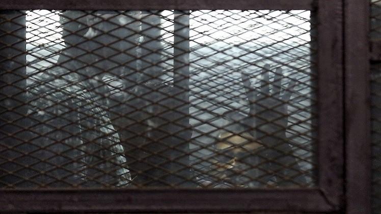 مصر.. السجن المشدد 3 أعوام بحق صحفيي الجزيرة بتهم نشر