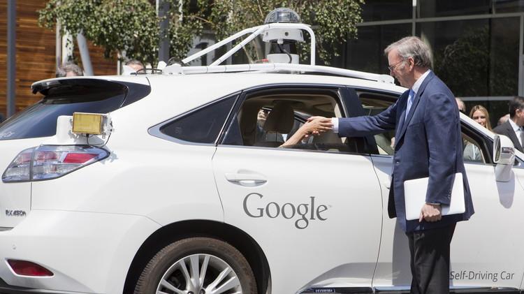 سيارات غوغل ذاتية القيادة تدخل الشوارع العامة قريبا