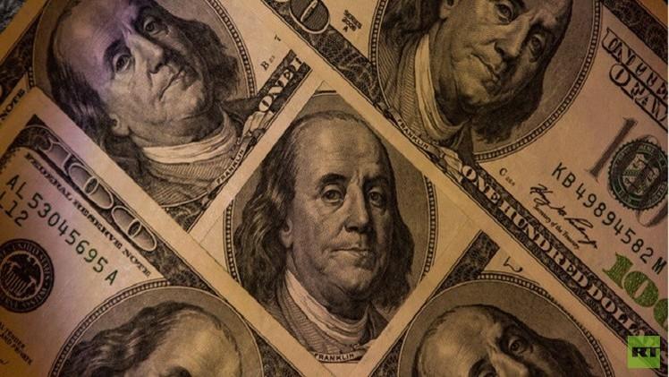 الدولار يهبط مقابل الين واليورو بعد تراجع أسواق الأسهم العالمية