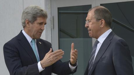 وزيرا الخارجية الروسي سيرغي لافروف والأمريكي جون كيري
