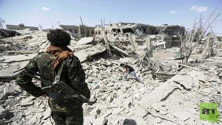 آثار غارات التحالف العربي على مواقع للحوثيين - صورة أرشيفية