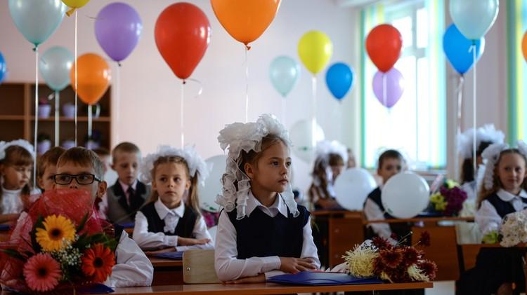 روسيا.. المدارس تفتح أبوابها في أجواء احتفالية