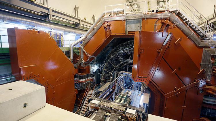 تجربة جديدة لمصادم هادرون الكبير قد تغير نظرية النموذج القياسي