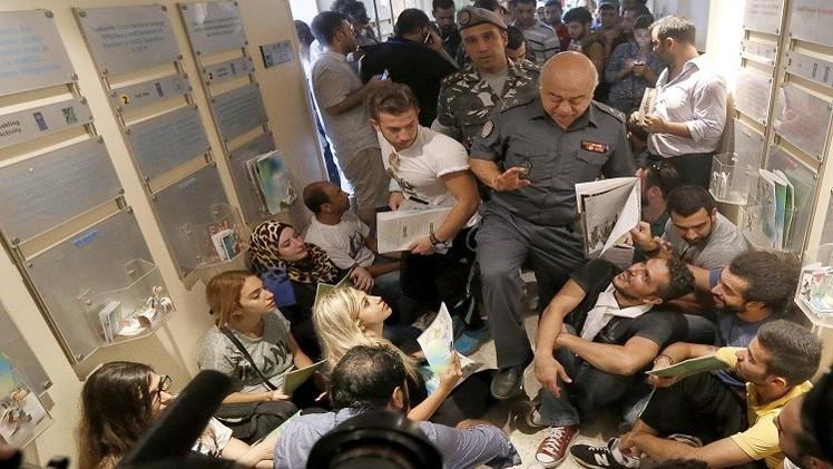 إخلاء مبنى وزارة البيئة في بيروت والداخلية تتهم أطرافا خارجية بالتحريض على الفوضى